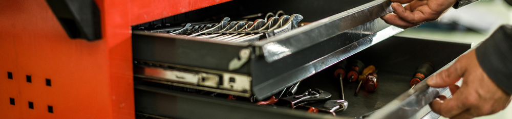10 Must-Have Tools for an Automotive Technician